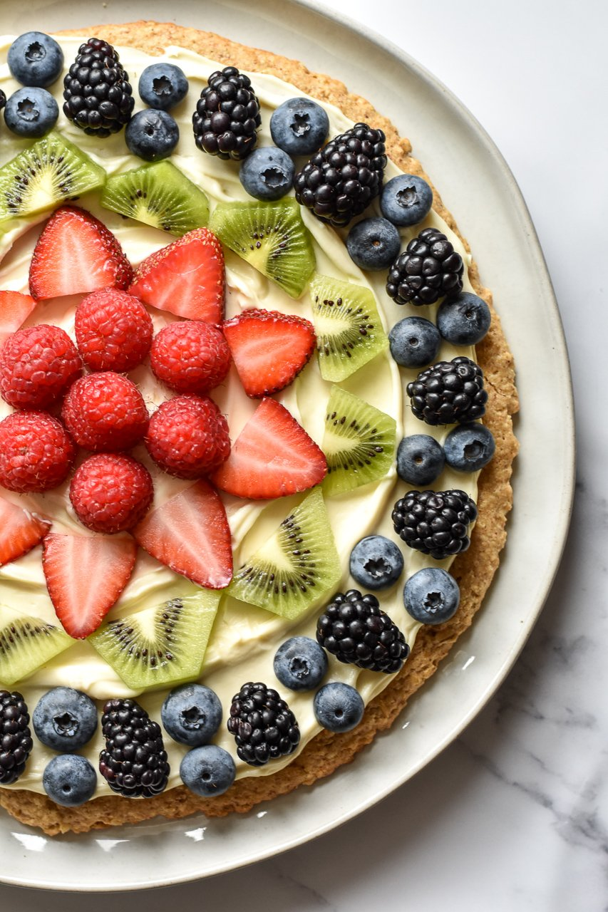 fruit pizza with mascarpone cheese