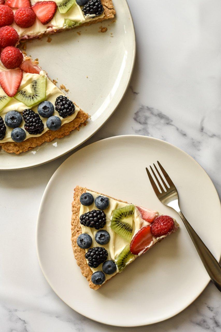 healthy fruit pizza slice