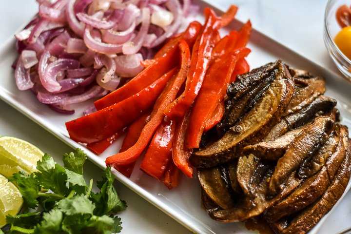 platter of cooked mushrooms and fajita veggies