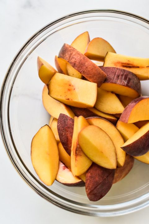 bowl of sliced peaches